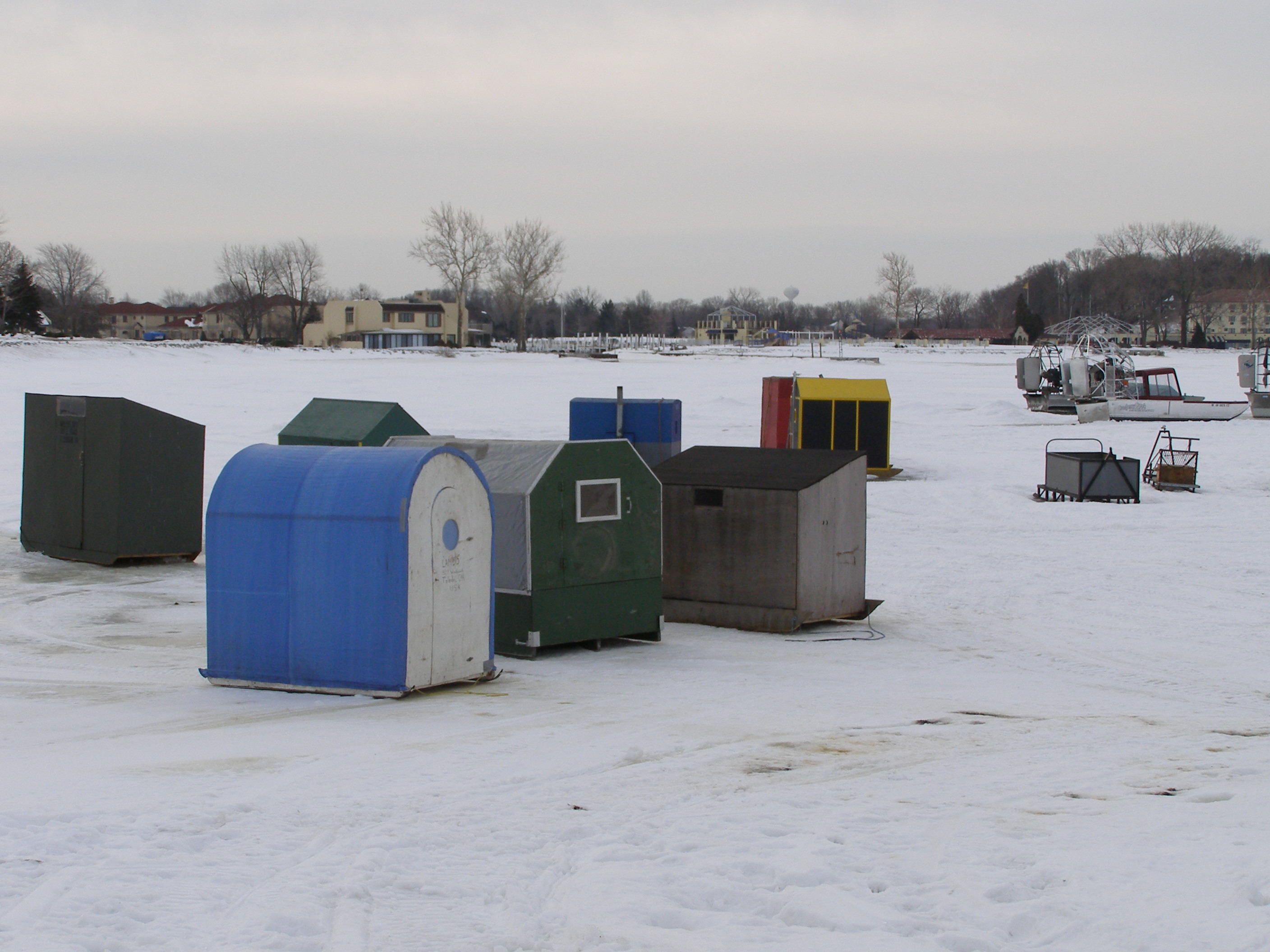 Lake erie shores islands the inquirer for Lake erie ice fishing